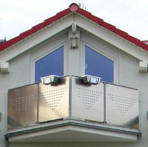 Kundenbeispiel einer Geländerfüllungen aus 2 mm Aluminium für Balkon