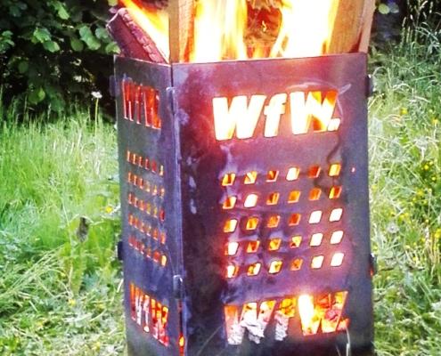 Feuerkorb mit Firmenlogo